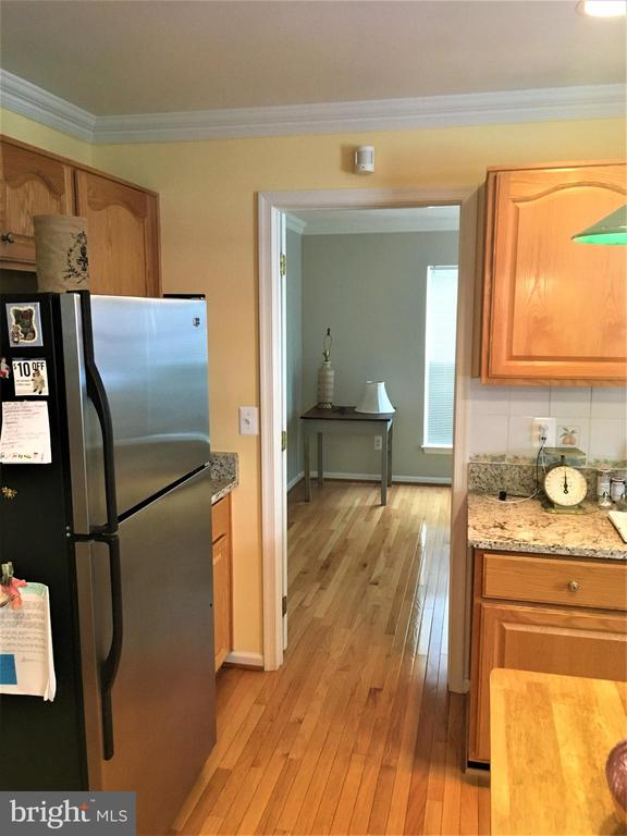 Updated appliances in granite kitchen - 311 OAKCREST MANOR DR NE, LEESBURG