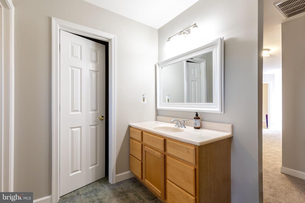 Hall bath -2vanities (one in door with toilet ) - 9941 CORSICA ST, VIENNA