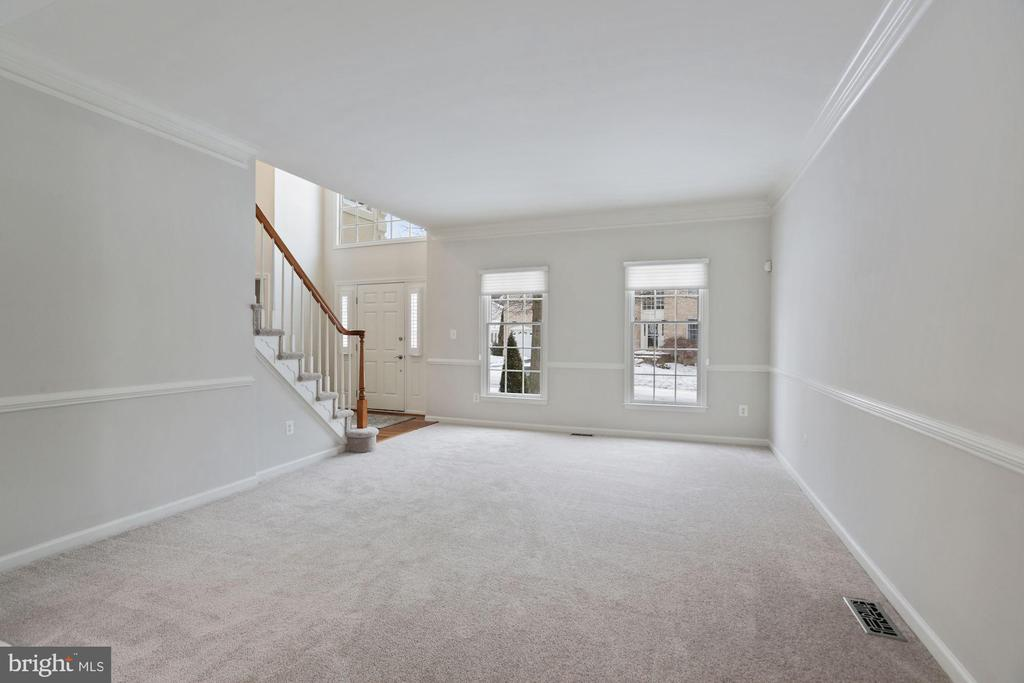 Beautiful Living Room off Foyer with Chair Rail - 20004 HAZELTINE PL, ASHBURN