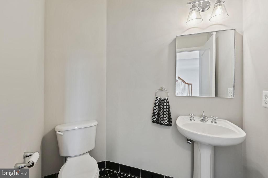 Updated Powder Room off Foyer - 20004 HAZELTINE PL, ASHBURN