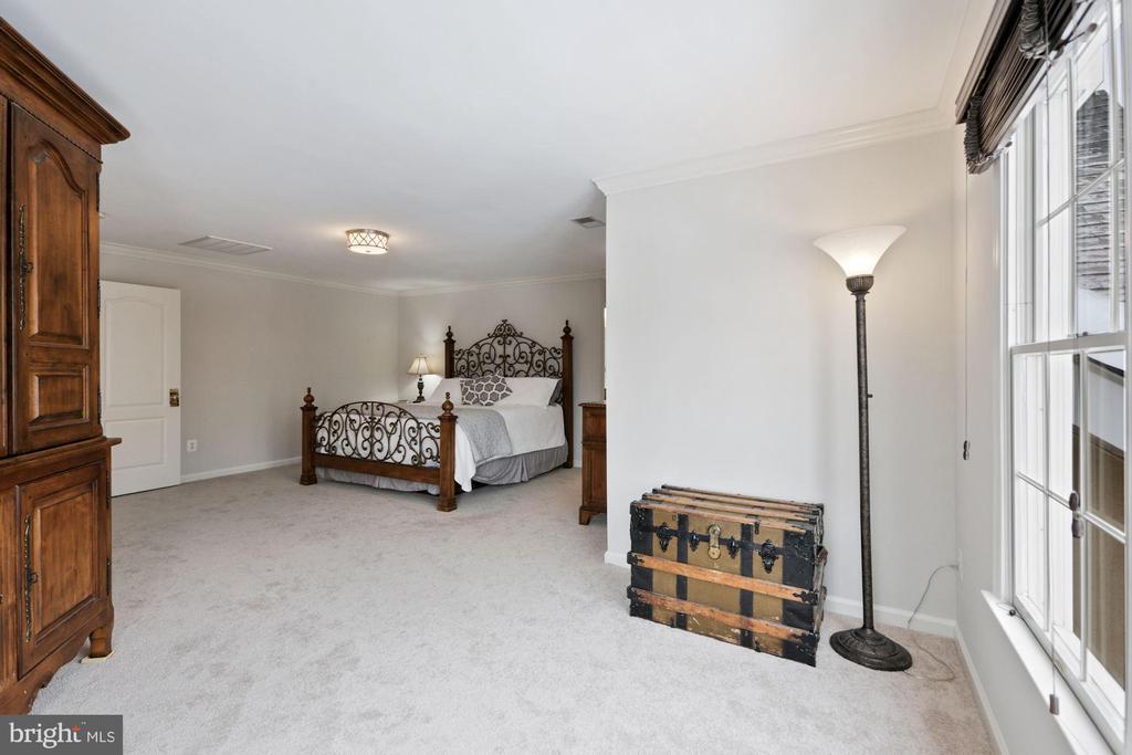 Separate Sitting Room in Master Bedroom - 20004 HAZELTINE PL, ASHBURN