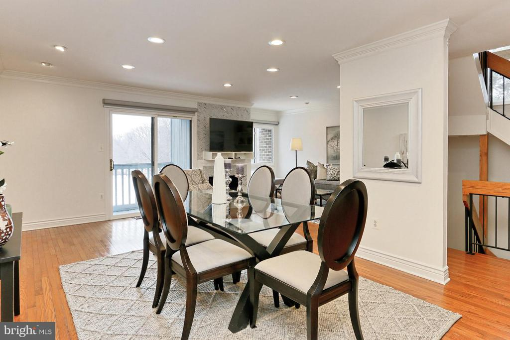Enjoy the breakfast bar or the dining area! - 2071 WETHERSFIELD CT, RESTON
