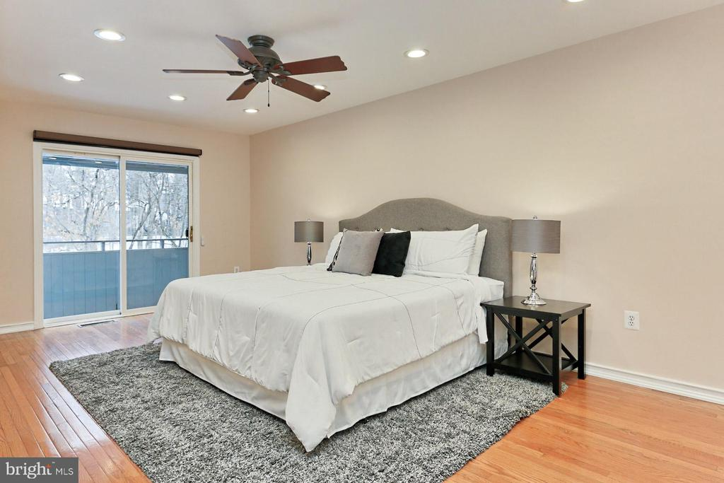 Spacious Main Bedroom with private balcony - 2071 WETHERSFIELD CT, RESTON