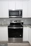 New stainless steel appliances - 219 W MEADOWLAND LN, STERLING