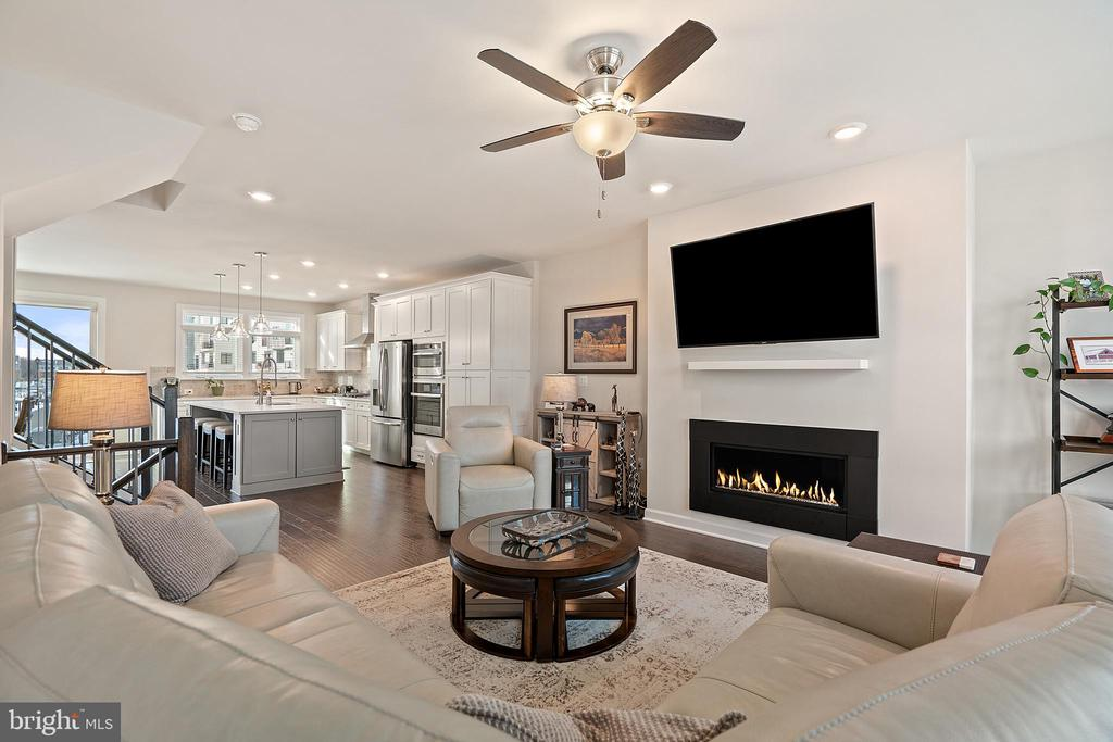 Living Room w/Open Floor Plan to Kitchen & Dining - 1614 ROCKY SHALE TER SE, LEESBURG