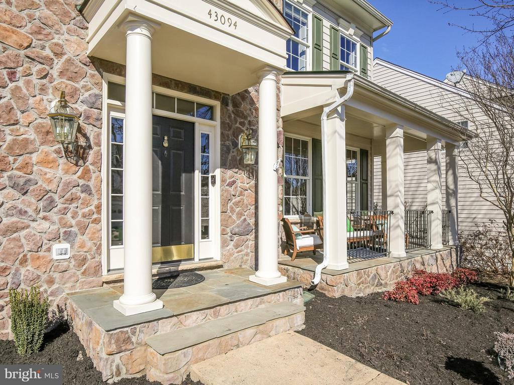 Beautiful stone work - 43094 ROCKY RIDGE CT, LEESBURG