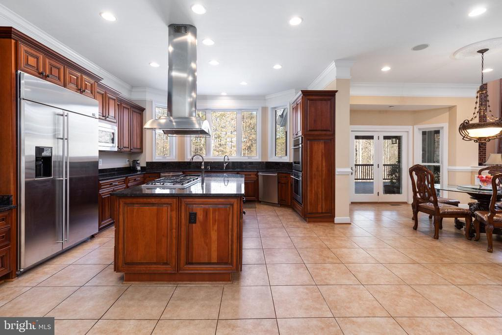 Gourmet Kitchen - 6500 BRIARCROFT ST, CLIFTON