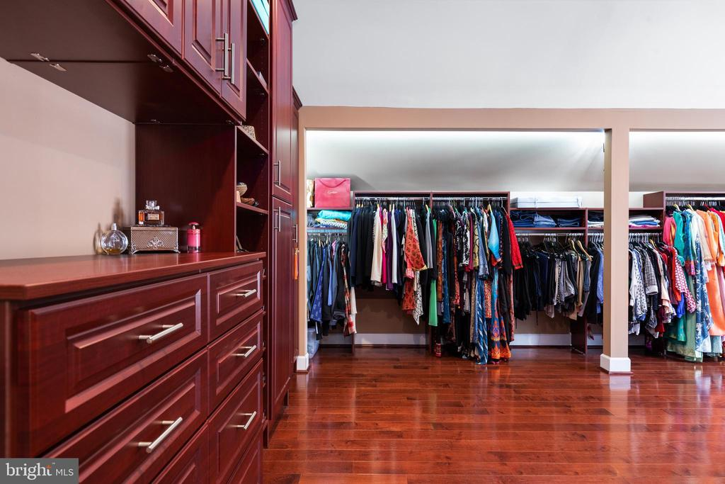 Master Bedroom Closet 1 - 6500 BRIARCROFT ST, CLIFTON