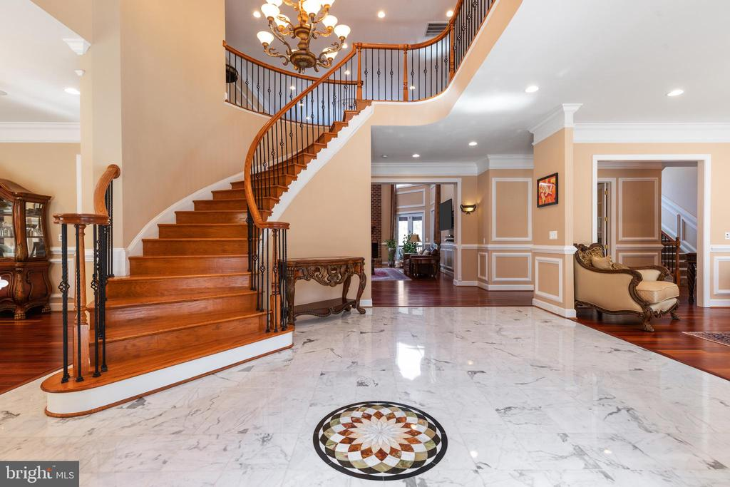 Beautiful Curved Staircase - 6500 BRIARCROFT ST, CLIFTON