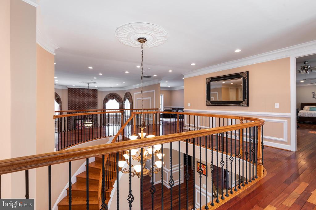 Upstairs Hallway - 6500 BRIARCROFT ST, CLIFTON
