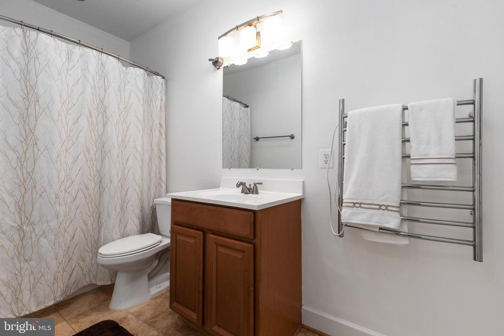 Upper Level Bath - 6500 BRIARCROFT ST, CLIFTON