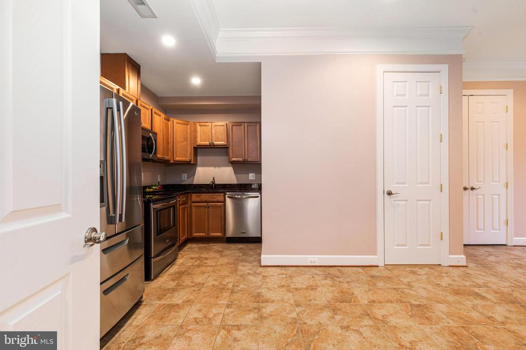 Lower Level Kitchen - 6500 BRIARCROFT ST, CLIFTON
