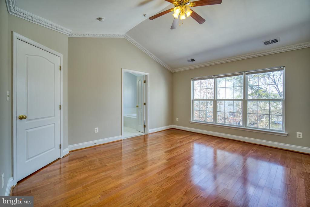 Owner's Suite 2 - 2069 CAPSTONE CIR, HERNDON