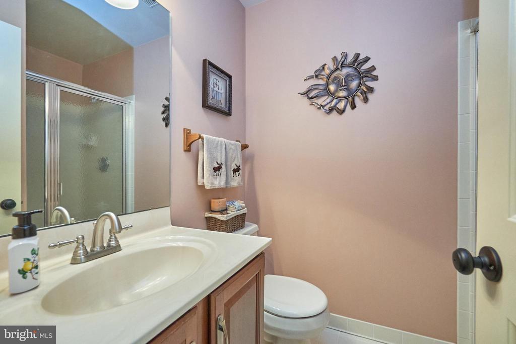 Main Level Full Bath - 12693 CROSSBOW DR, MANASSAS