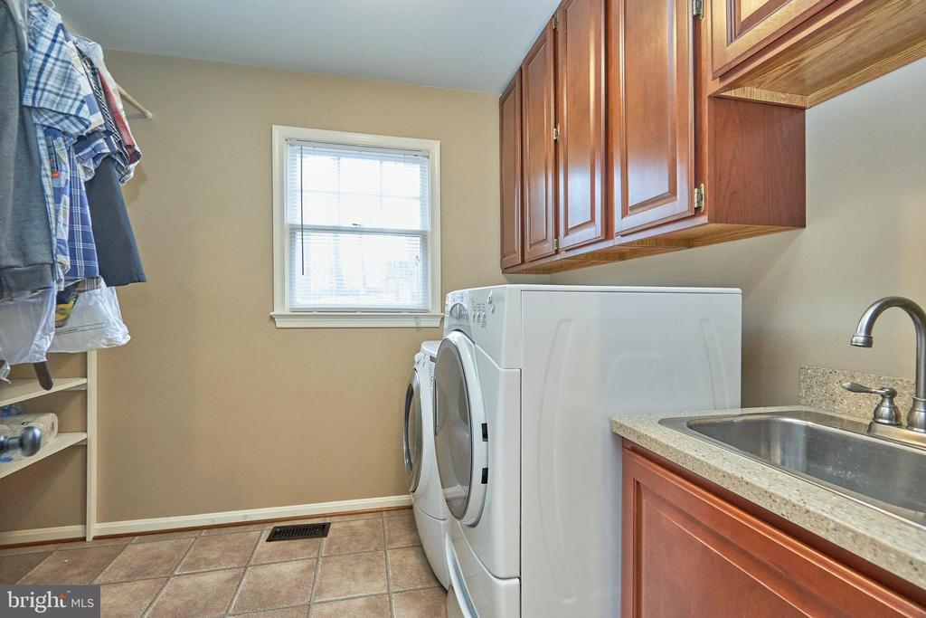 Large Laundry Room with Sink - 12693 CROSSBOW DR, MANASSAS