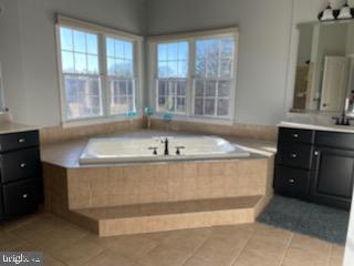 Master bath with corner jetted soaking tub - 12802 GLENDALE CT, FREDERICKSBURG