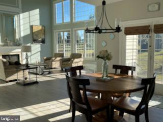 Grand 2 story great room with tons of windows - 12802 GLENDALE CT, FREDERICKSBURG