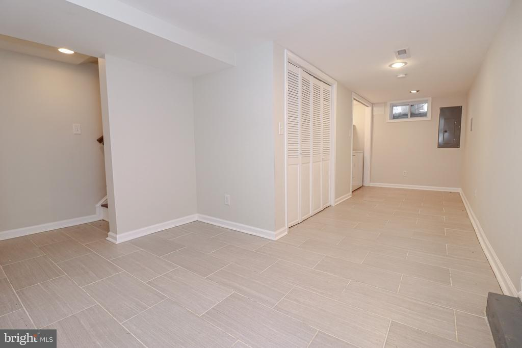 Great space for storage! - 5109 11TH ST S, ARLINGTON