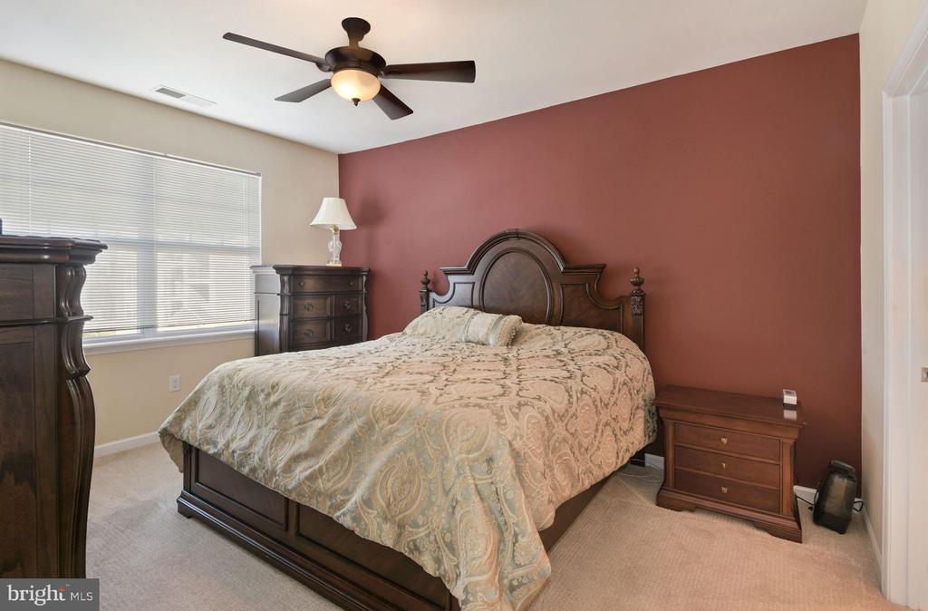 Unit 304- Main bedroom, en suite bath. - 12954 CENTRE PARK CIR #304, HERNDON