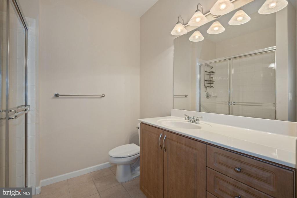 Unit 304-Hall full bath - 12954 CENTRE PARK CIR #304, HERNDON