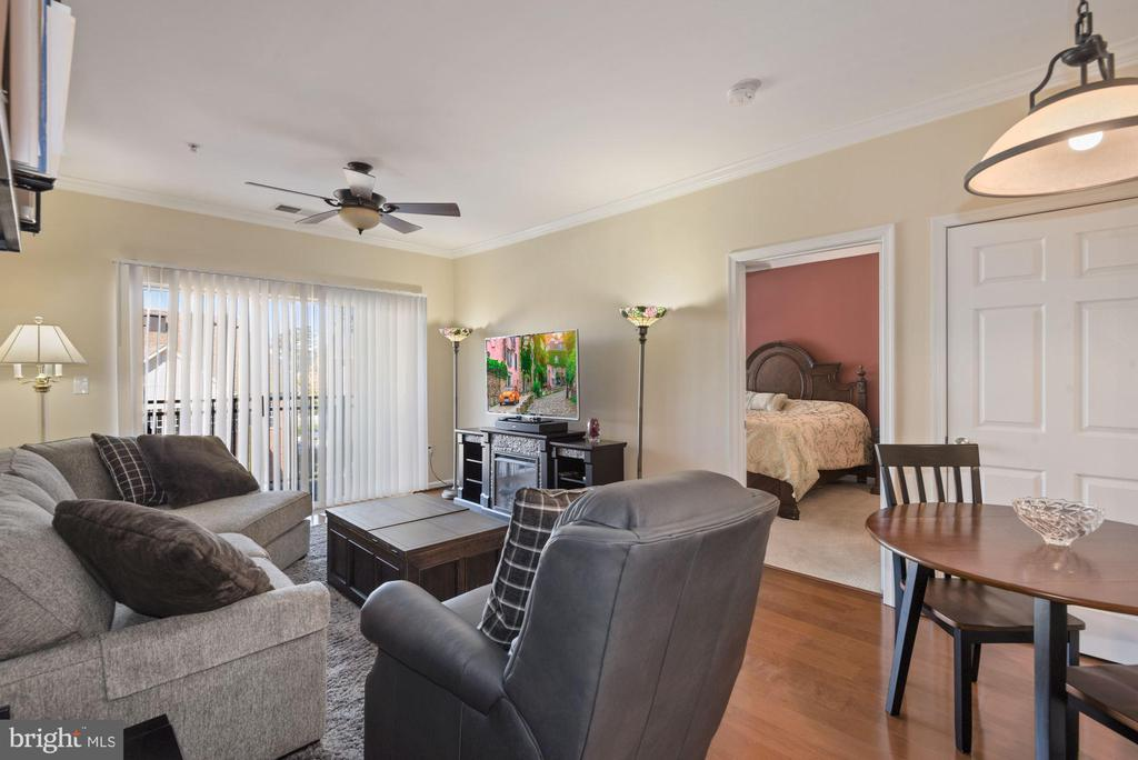 Unit 304- Overall view of main living area - 12954 CENTRE PARK CIR #304, HERNDON