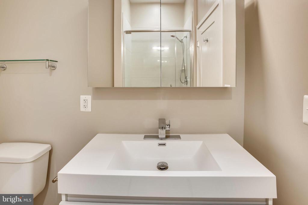 Bathroom - 989 S BUCHANAN ST #401, ARLINGTON