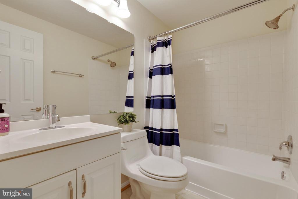 Hall Guest Bath - 6625 BRIARLEIGH WAY, ALEXANDRIA