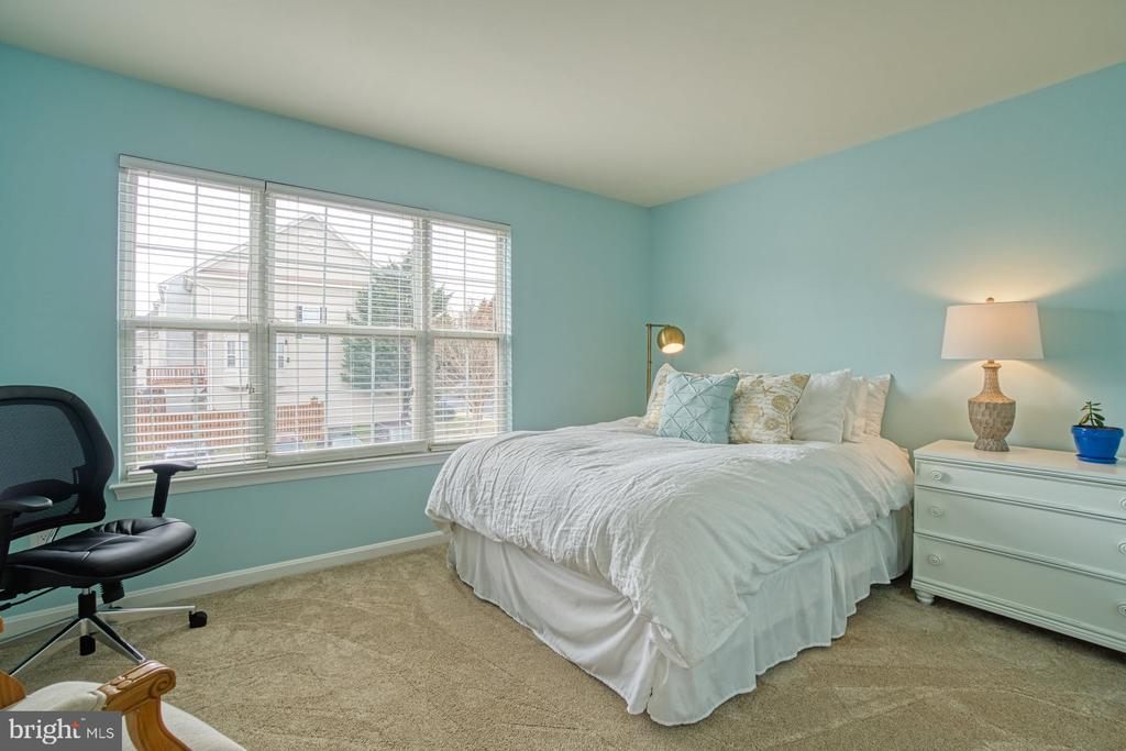 2nd Bedroom on 3rd Level - 22142 TRAILSIDE SQ, STERLING