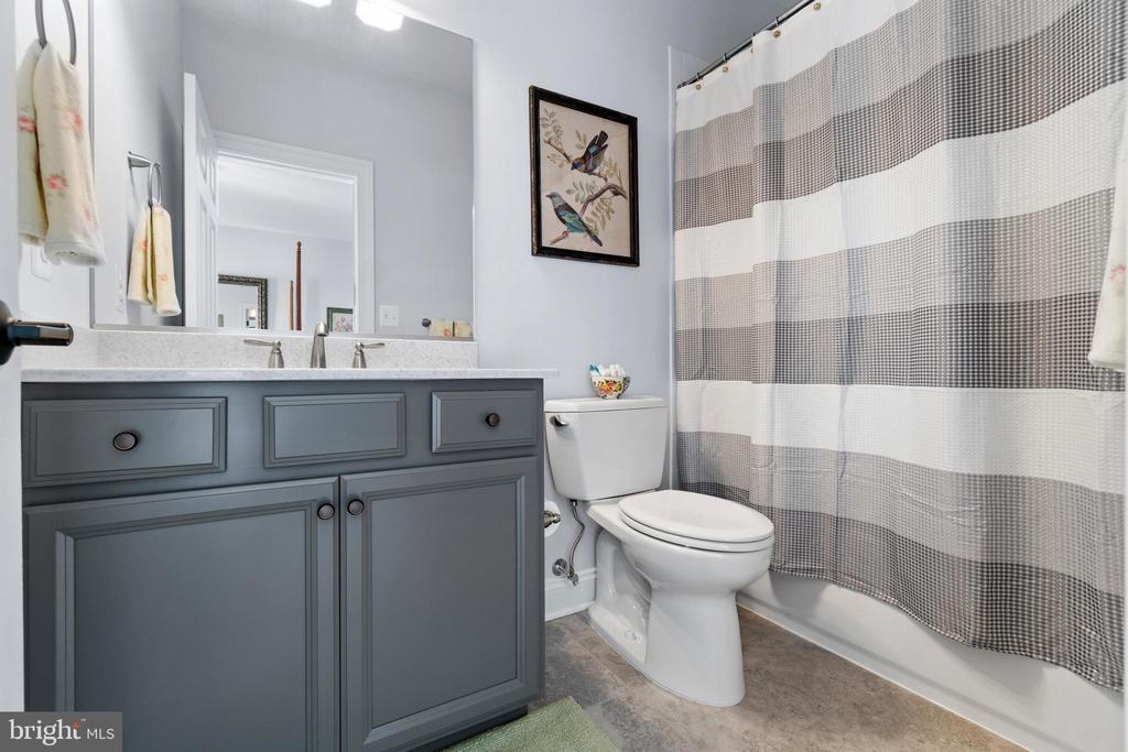 Guest Bath is Beautiful!!! - 11217 PRESWICK LN, SPOTSYLVANIA