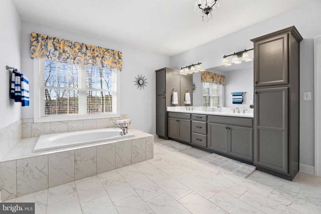 Spa-like Owner's Bath!!! - 11217 PRESWICK LN, SPOTSYLVANIA