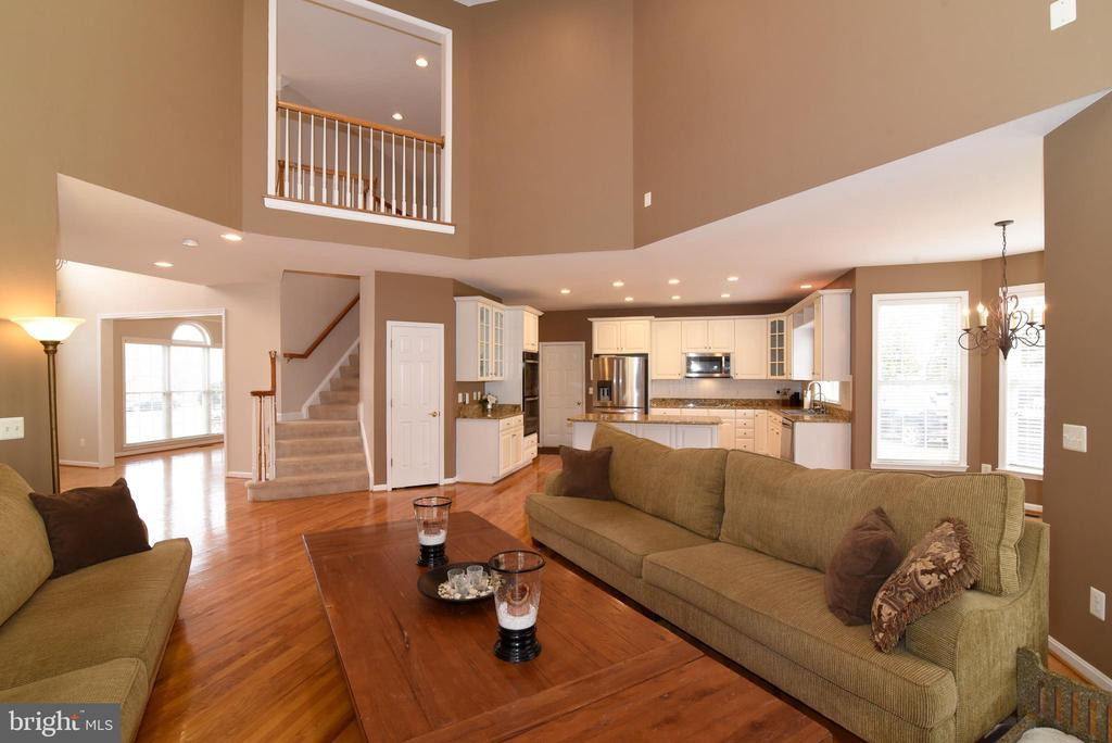 TWO-STORY FAMILY ROOM - 41921 SADDLEBROOK PL, LEESBURG