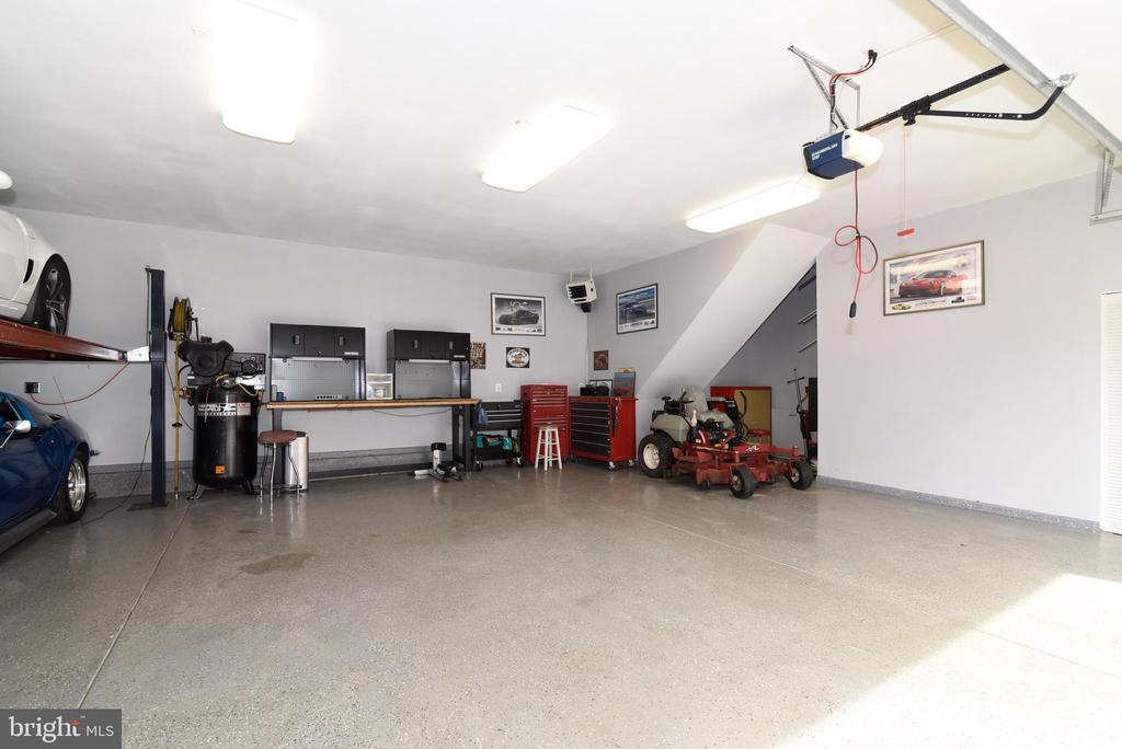 DETACHED  6-8 CAR GARAGE - 41921 SADDLEBROOK PL, LEESBURG