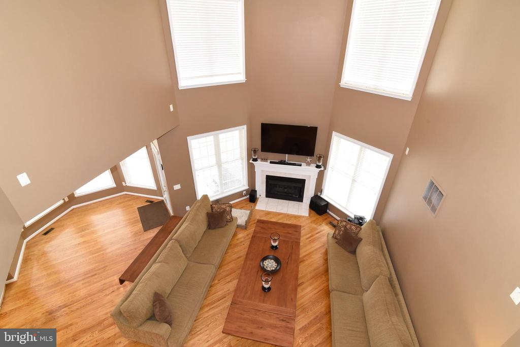 FAMILY ROOM FROM 2ND LEVEL - 41921 SADDLEBROOK PL, LEESBURG