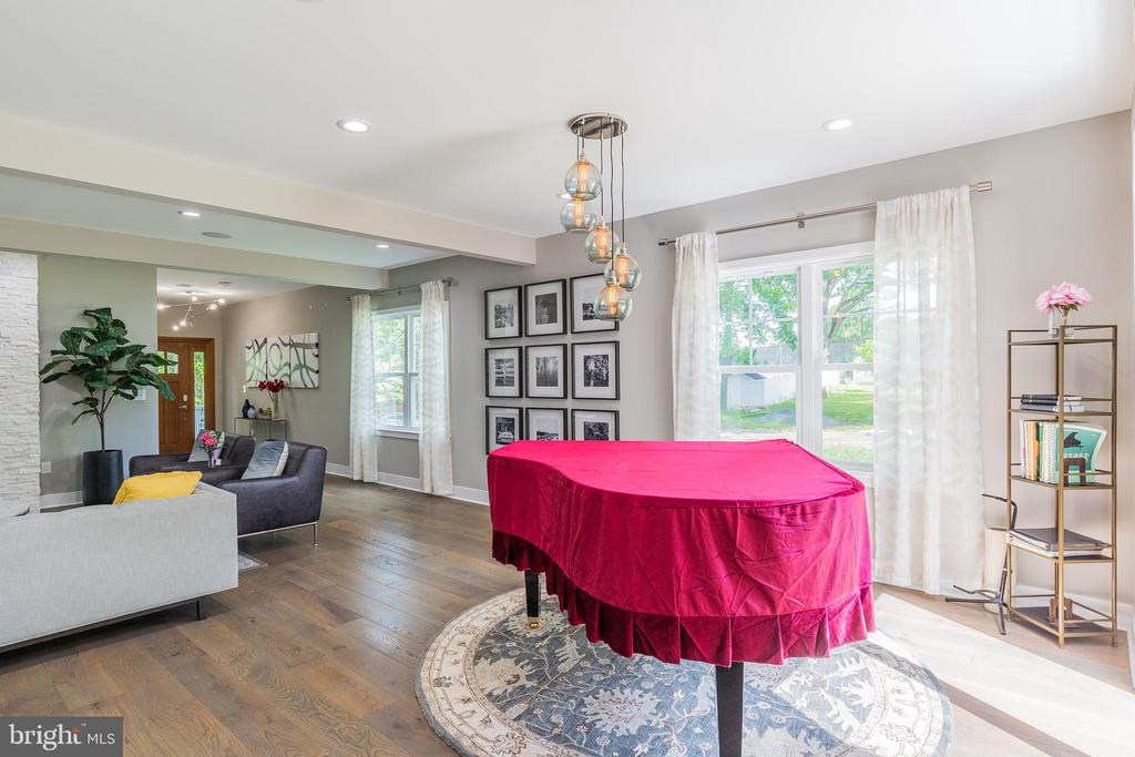 Entertaining area - 5615 PICKWICK RD, CENTREVILLE