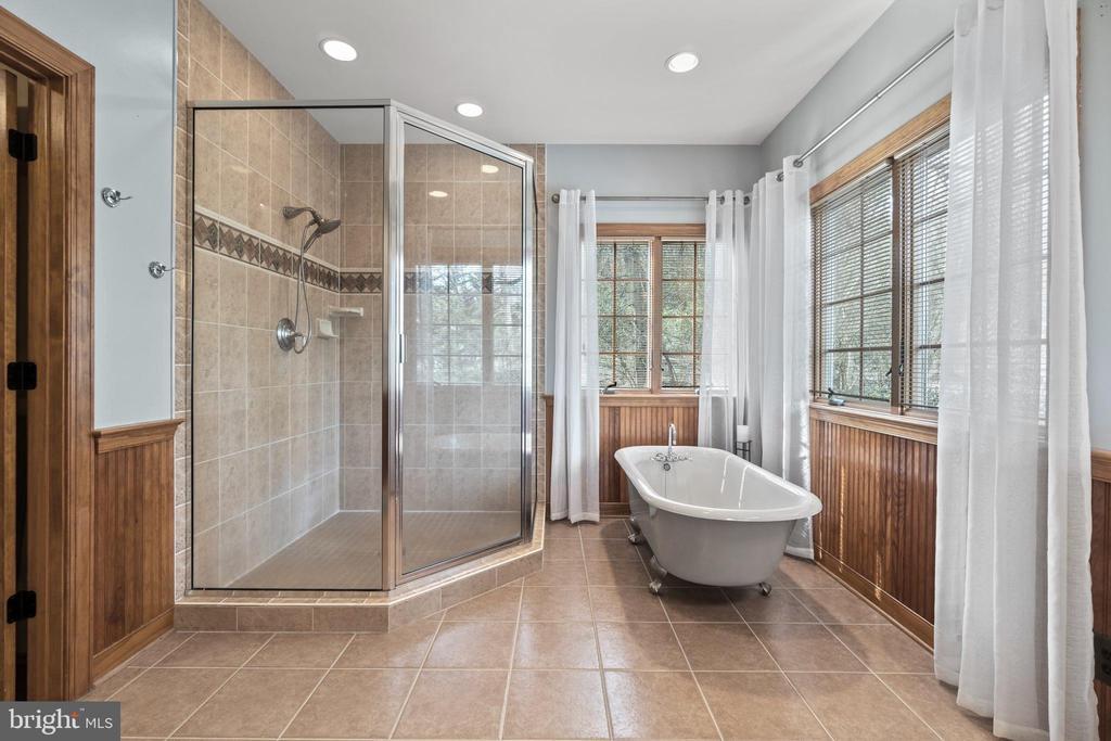 Master Bathroom with claw foot tub & Shower - 94 CANTERBURY DR, STAFFORD