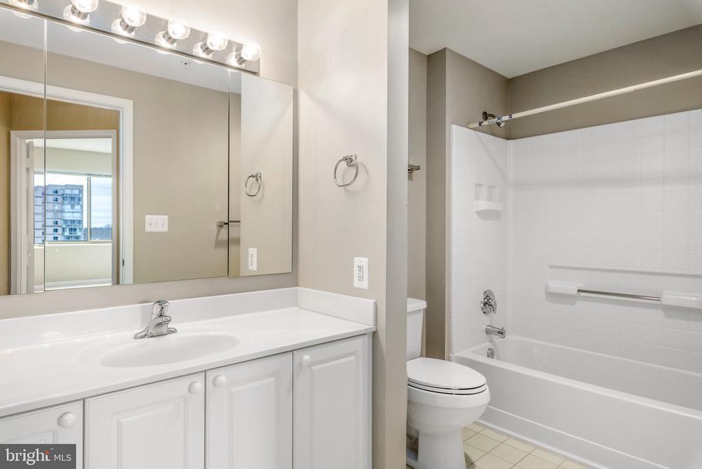 2nd Bathroom - 19365 CYPRESS RIDGE TER #515, LEESBURG
