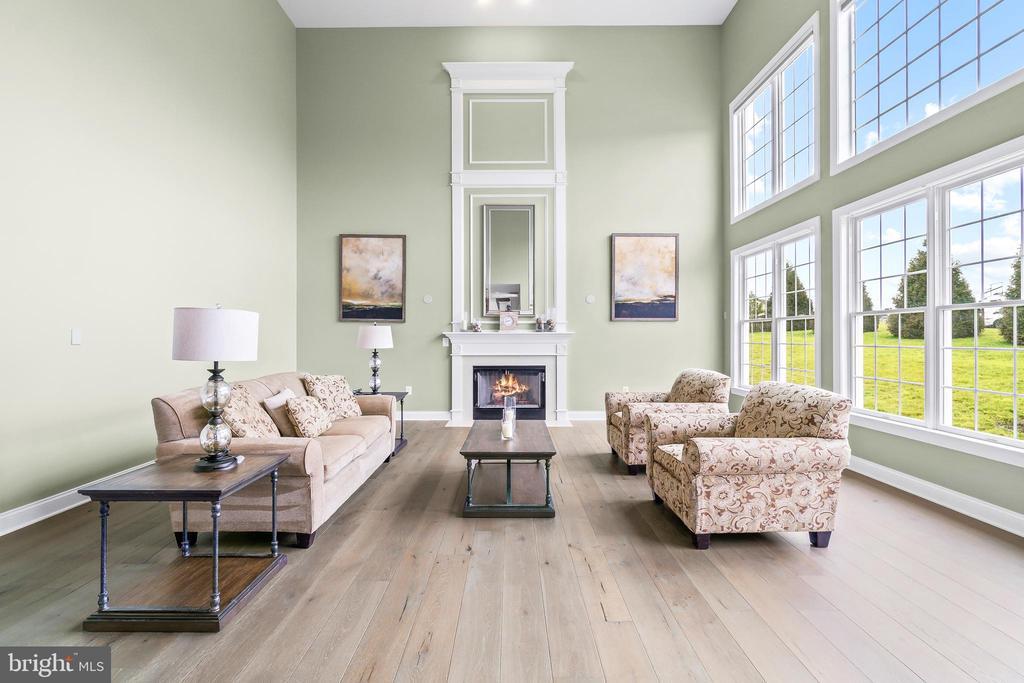 Bright 2 story family room - 12802 GLENDALE CT, FREDERICKSBURG