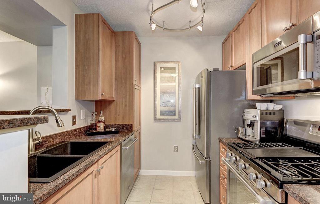 Stainless Steel Appliances - 851 N GLEBE RD #416, ARLINGTON