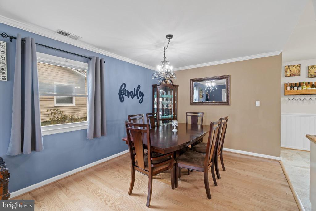 and open dining area - 603 S DOGWOOD ST, STERLING