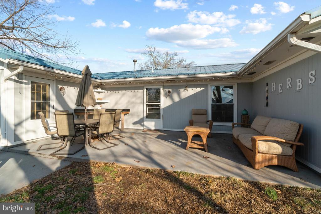 The back patio, perfect for entertaining! - 603 S DOGWOOD ST, STERLING