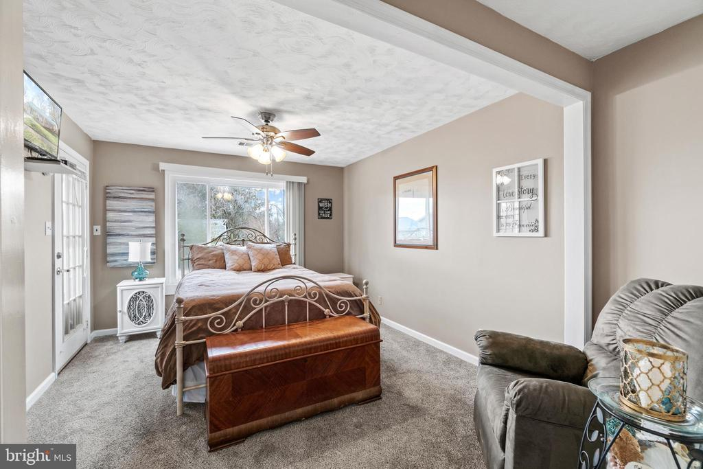 Bedroom 1 is light and bright... - 603 S DOGWOOD ST, STERLING