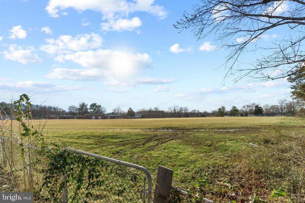 Lot backs to school field...no backyard neighbors - 603 S DOGWOOD ST, STERLING