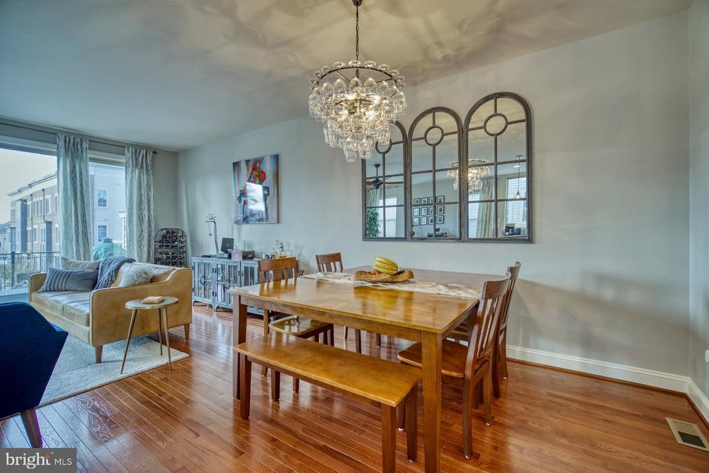 Open Floor Plan with Beautiful Hardwood Floors - 22908 BOLLINGER TER, ASHBURN
