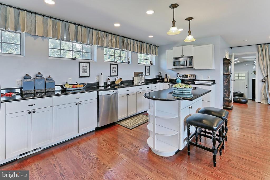 Kitchen of Groom Quarters above Main Barn - 21281 BELLE GREY LN, UPPERVILLE
