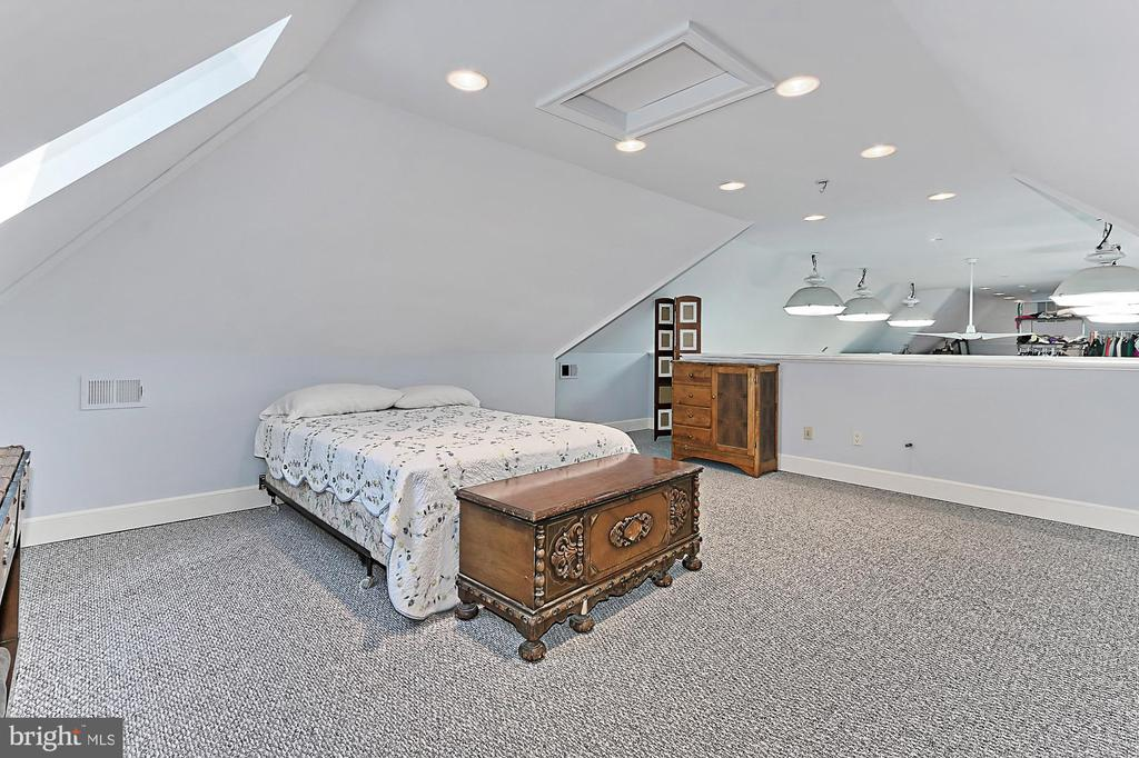 2nd Loft Bedroom in Managers Home - 21281 BELLE GREY LN, UPPERVILLE