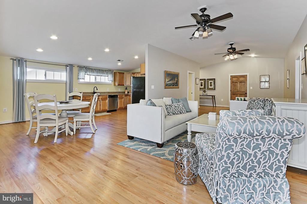 Living area/Kitchen in Tenant housing - 21281 BELLE GREY LN, UPPERVILLE