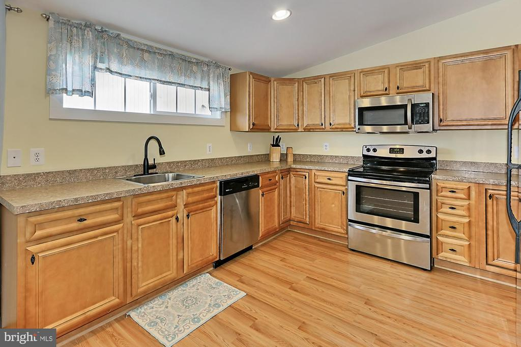 Kitchen in Tenant Housing - 21281 BELLE GREY LN, UPPERVILLE