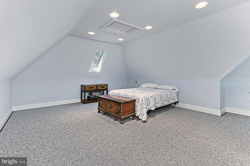 Upper Level Loft Bedroom in Managers Home - 21281 BELLE GREY LN, UPPERVILLE