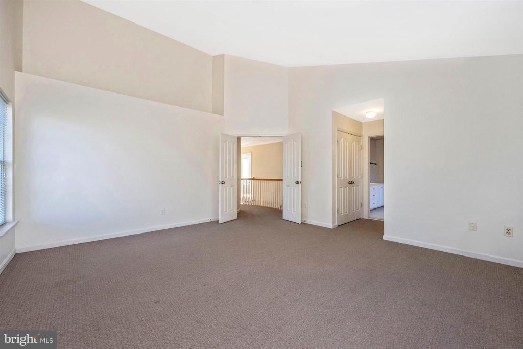 2nd Floor Master Suite - with double doors - 6923 BARON CT, FREDERICK