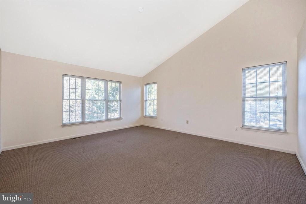2nd Floor Master Suite - 6923 BARON CT, FREDERICK